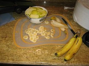 chop up banans and apples