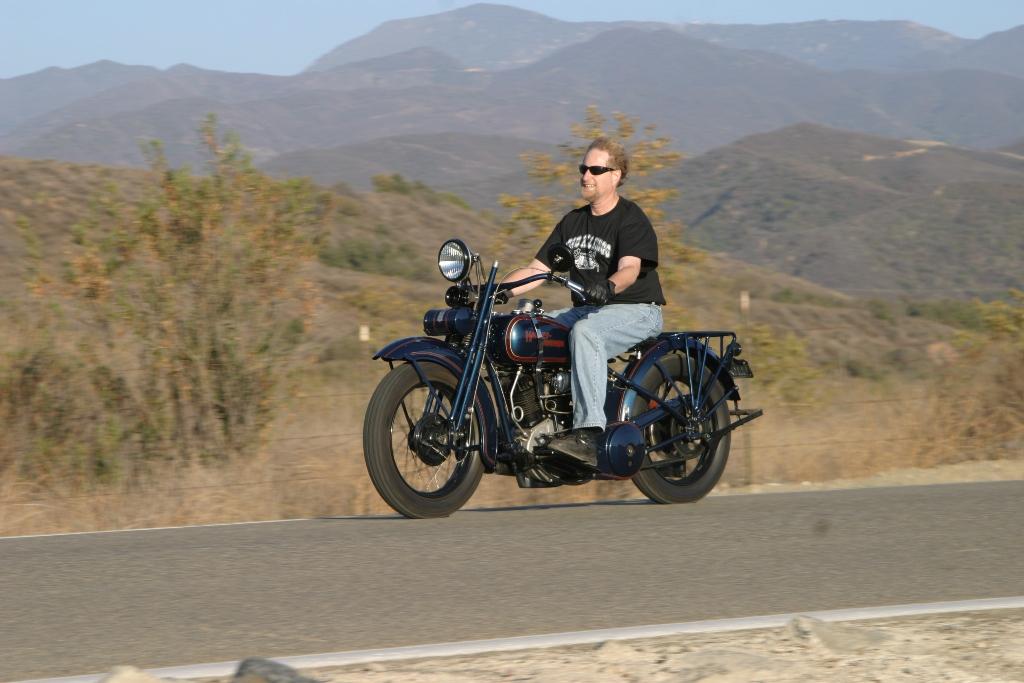 Makemania Motorcycles 1925 Harley Davidson Jd Happy Owner Riding Free